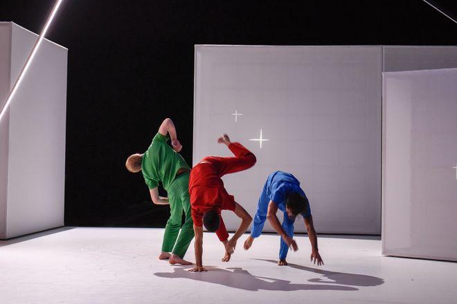 Danse : D'à côté