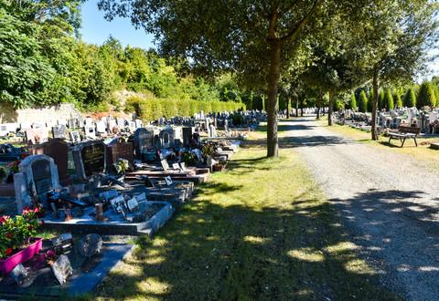 Illustration article : La Toussaint dans les cimetières