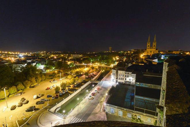 Nocturne au Donjon : Niort vu d'en haut