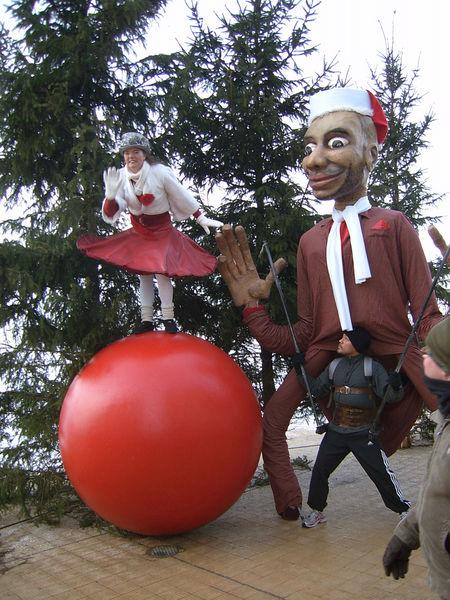 """Déambulation de Noël : """"Parade Ball"""""""