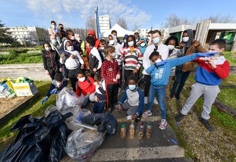 Illustration article : Les jeunes du Clou-Bouchet se mobilisent pour la propreté de leur quartier