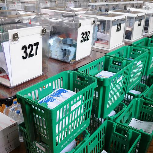 bureau de poste niort niort le nouveau bureau de poste ang lique courrier de bureau de poste. Black Bedroom Furniture Sets. Home Design Ideas