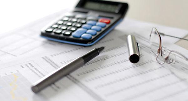 Image d'illustration : facture et calculatrice