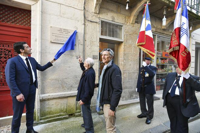 Inauguration de la plaque du resistant Léon Stuardi mort résistant à Niort et mort en déportation Guerre 39-45