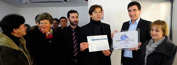 Le 16 février 2015, le maire de Niort, Jérôme Baloge, a reçu le prix départemental des Rubans du Patrimoine 2014 pour la réhabilitation de la Villa Pérochon (photo Christophe Bernard).