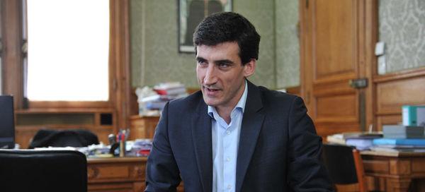 Jérôme Baloge, maire de Niort, présente le budget primitif 2015. Crédit : Bruno Derbord