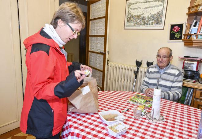 Livraison de repas à domicile d?un agent du CCAS chez un usager