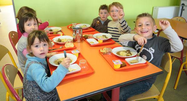 Restaurant scolaire Louis Aragon. Crédit : Bruno Derbord
