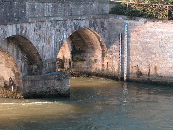 Niveau de mesure de la Sèvre au niveau des Vieux ponts. crédit : Bruno Derbord