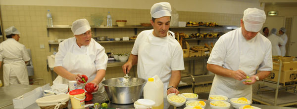 Cuisiniers des restaurants scolaires de la Ville de Niort - Crédit : Ville de Niort