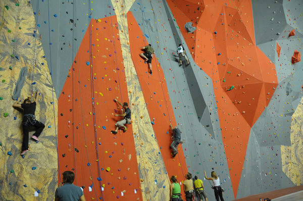 Mur d'escalade de l'Acclameur ©Bruno Derbord
