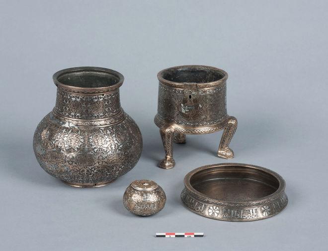 Exposition de cinq objets de la collection Piet-Lataudrie
