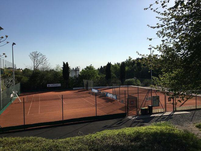 Sport : Tournoi de tennis sur terre-battue 13-16 ans garçons