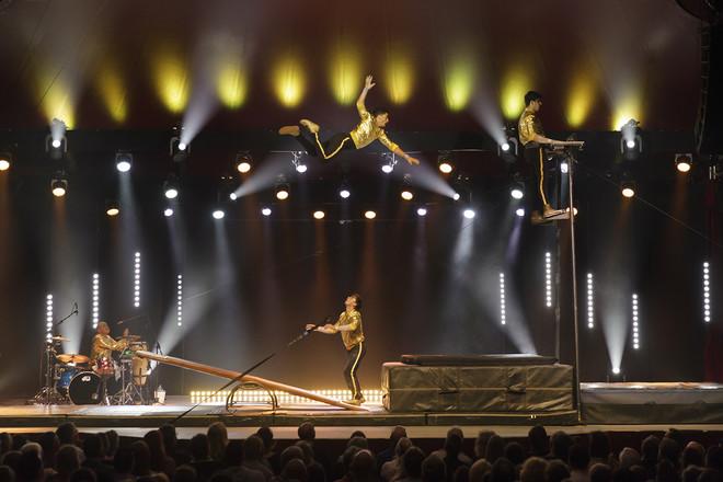 Festival cirque d'été : Too Fat To Fly
