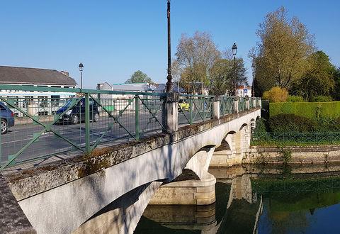 Illustration article : Secteur Ponts-Main - Place du Port : circulation sous conditions
