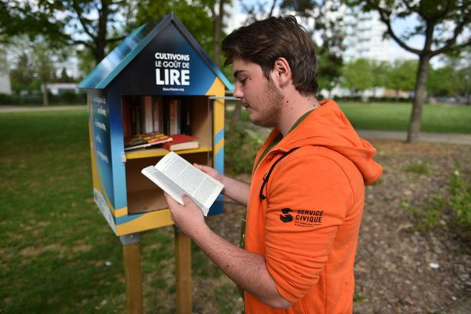 Inauguration boite à livres offerte par les Lion's clubs niortais à la Ville ©BDerbord