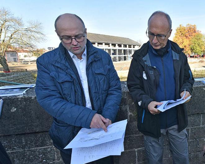Michel Pailley, adjoint au maire de Niort, et Pascal Peyrot, technicien à la Fédération départementale de pêche ©Bruno Derbord