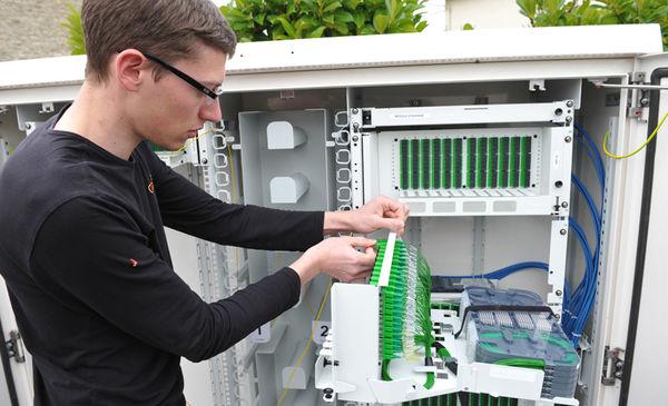 Point de branchement au réseau de fibre optique à l'angle de la rue de Genève et de la rue des Quatre Vents. Crédit : Bruno Derbord.