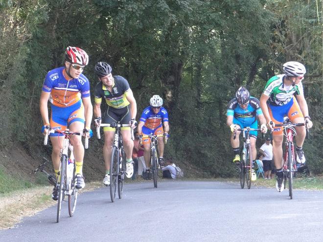 Course cycliste, entre Bessines et le Marais