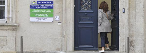 Accueil de la Direction de la réglementation et de la sécurité. Photo Darri.