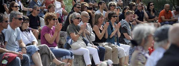 Photo de foule lors d'un spectacle en centre-ville de Niort