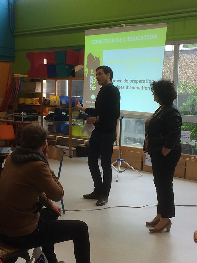 Le Maire, Jérôme Baloge, et Rose-Marie Nieto, adjointe au Maire en charge de l'éducation, ont accueilli les animateurs des centres de loisirs et séjours d'été pour une journée de formation.
