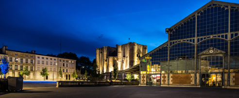 Donjon et Halles de nuit