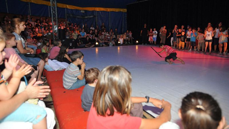 Cirque au pr leroy 2011 compagnie tre ange spectacle - Piscine pre leroy ...