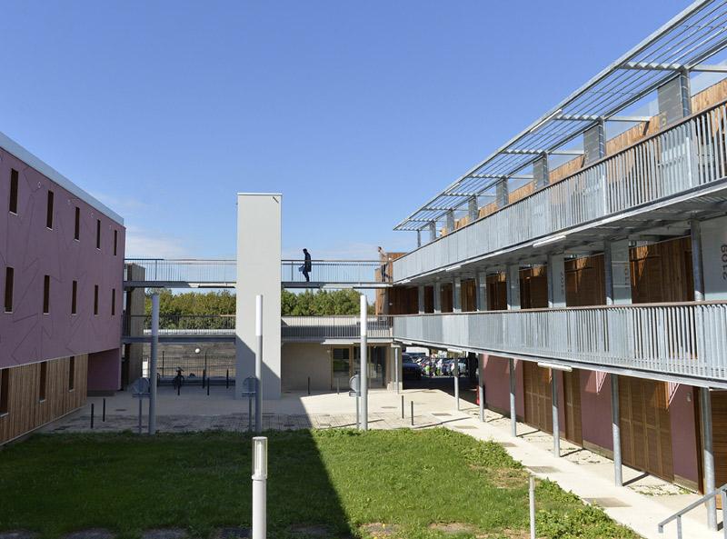 Studios pour studieux mairie de niort for Piscine universitaire