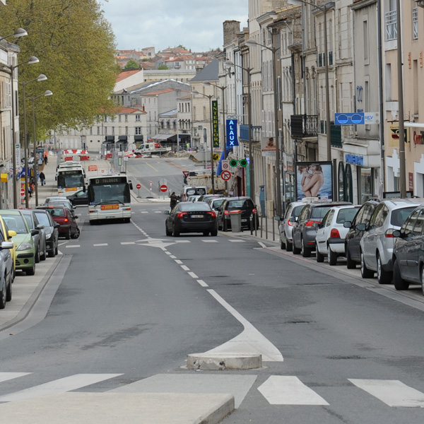 Avenue de verdun en sens unique provisoire mairie de niort for Piscine de verdun